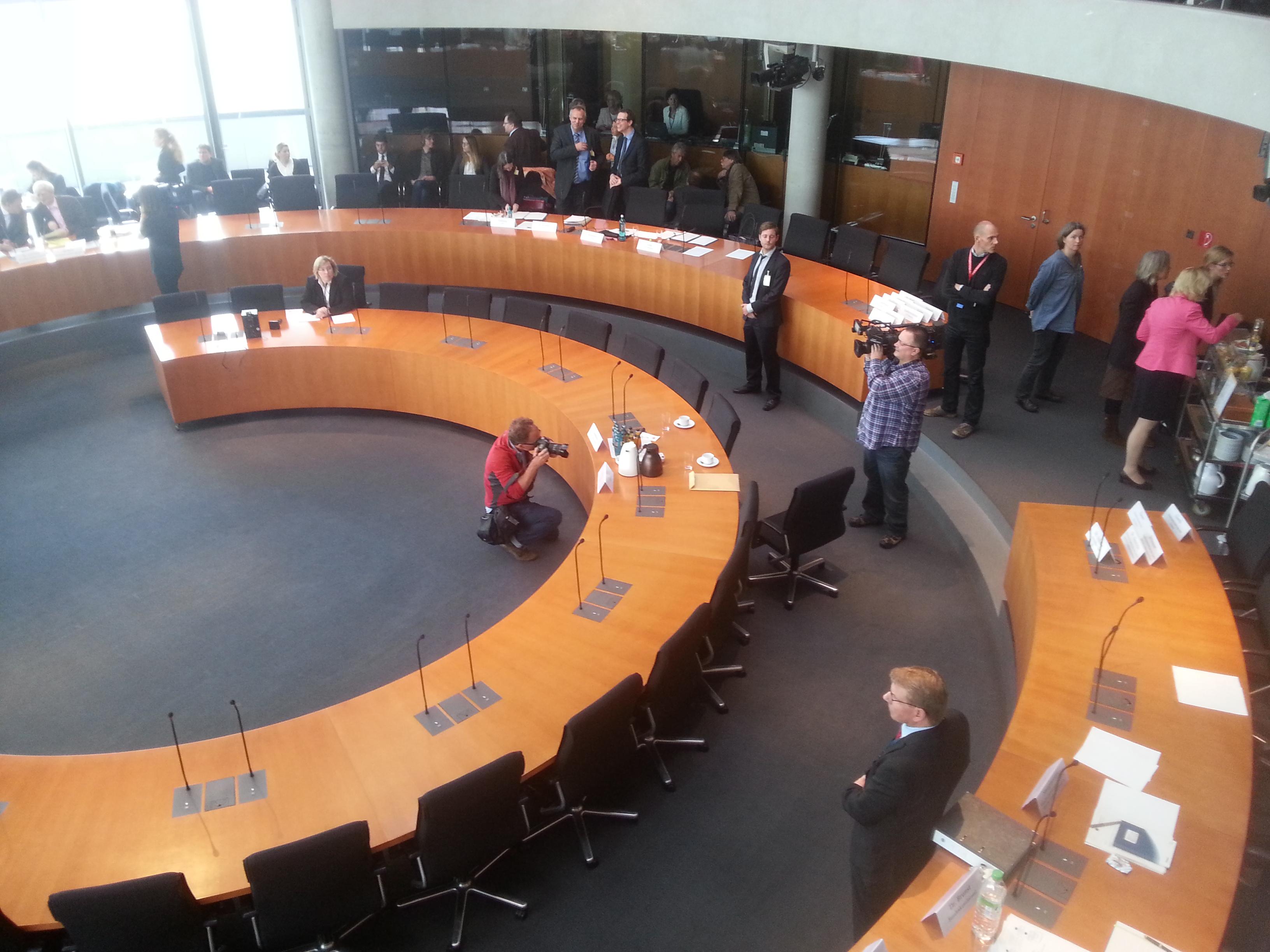 Zeigte sich nichtmal für Bilder: Zeuge R. U. vor dem  Untersuchungsausschuss.