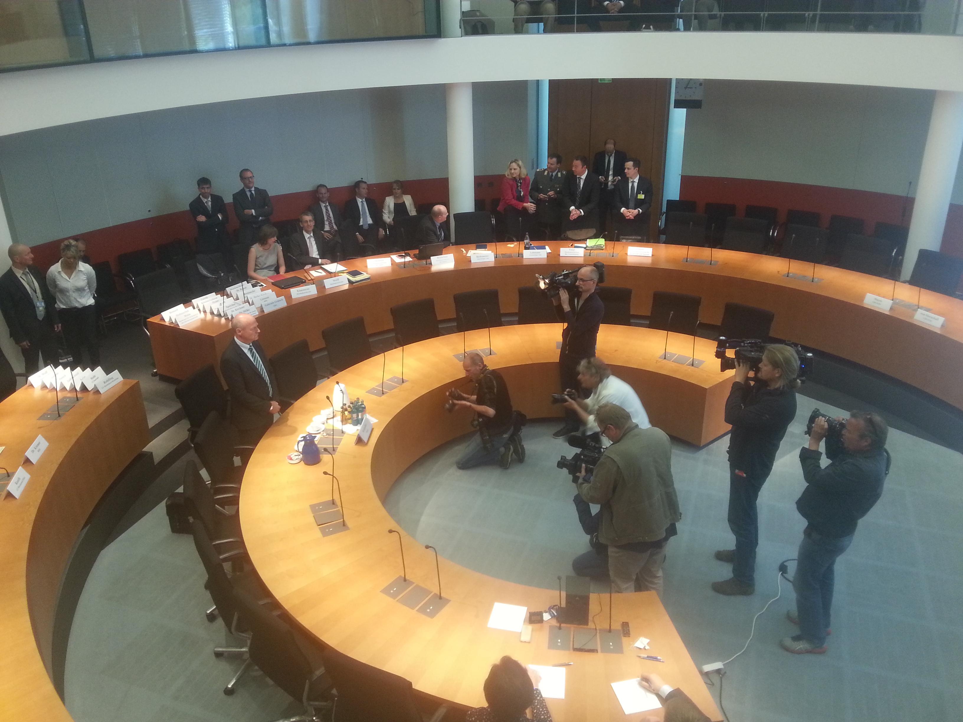 Zeuge Gerhard Schindler vor Beginn der Anhörung.
