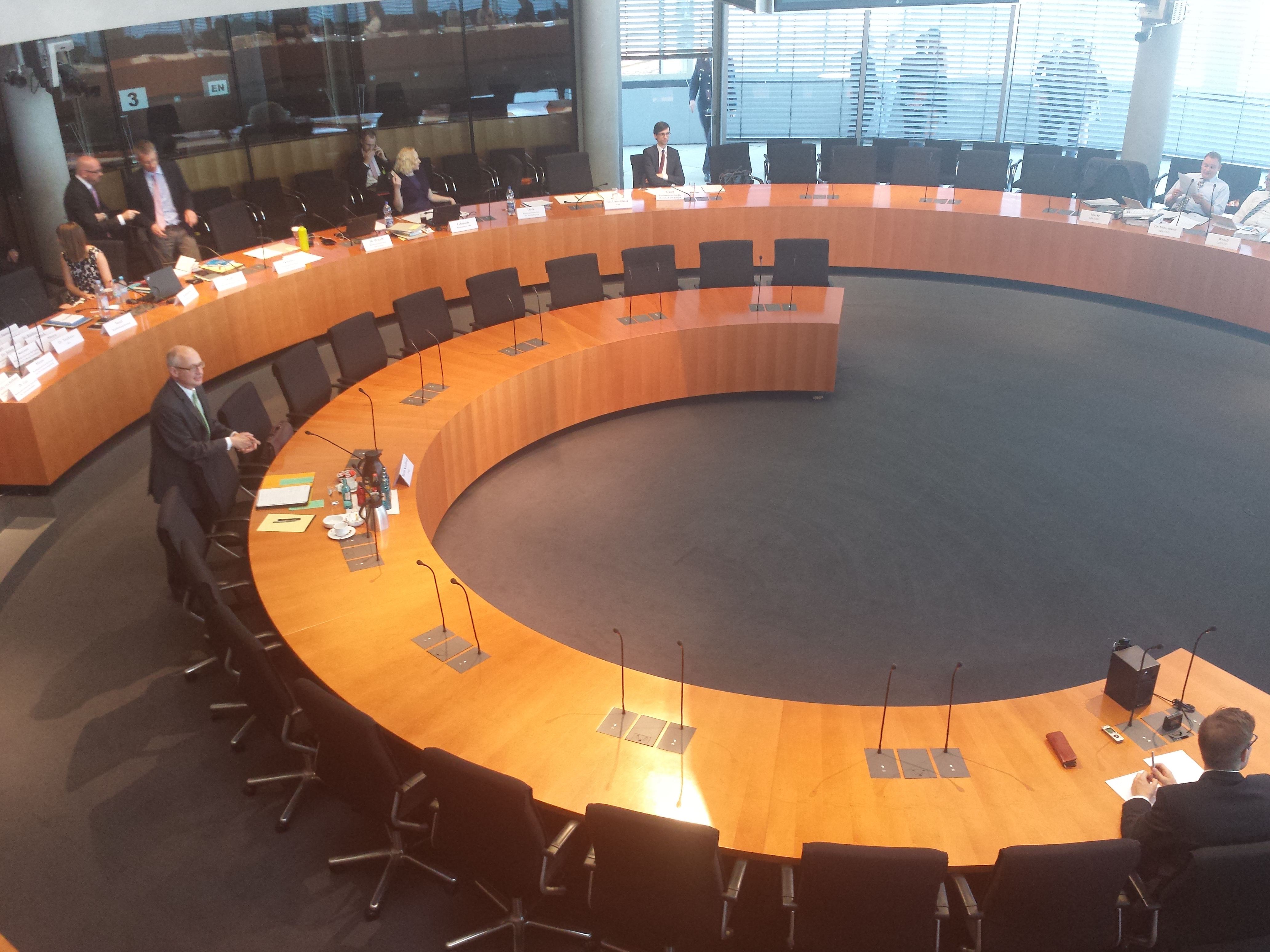 Zeuge Martin Schallbruch im Europasaal vor Beginn der Sitzung.