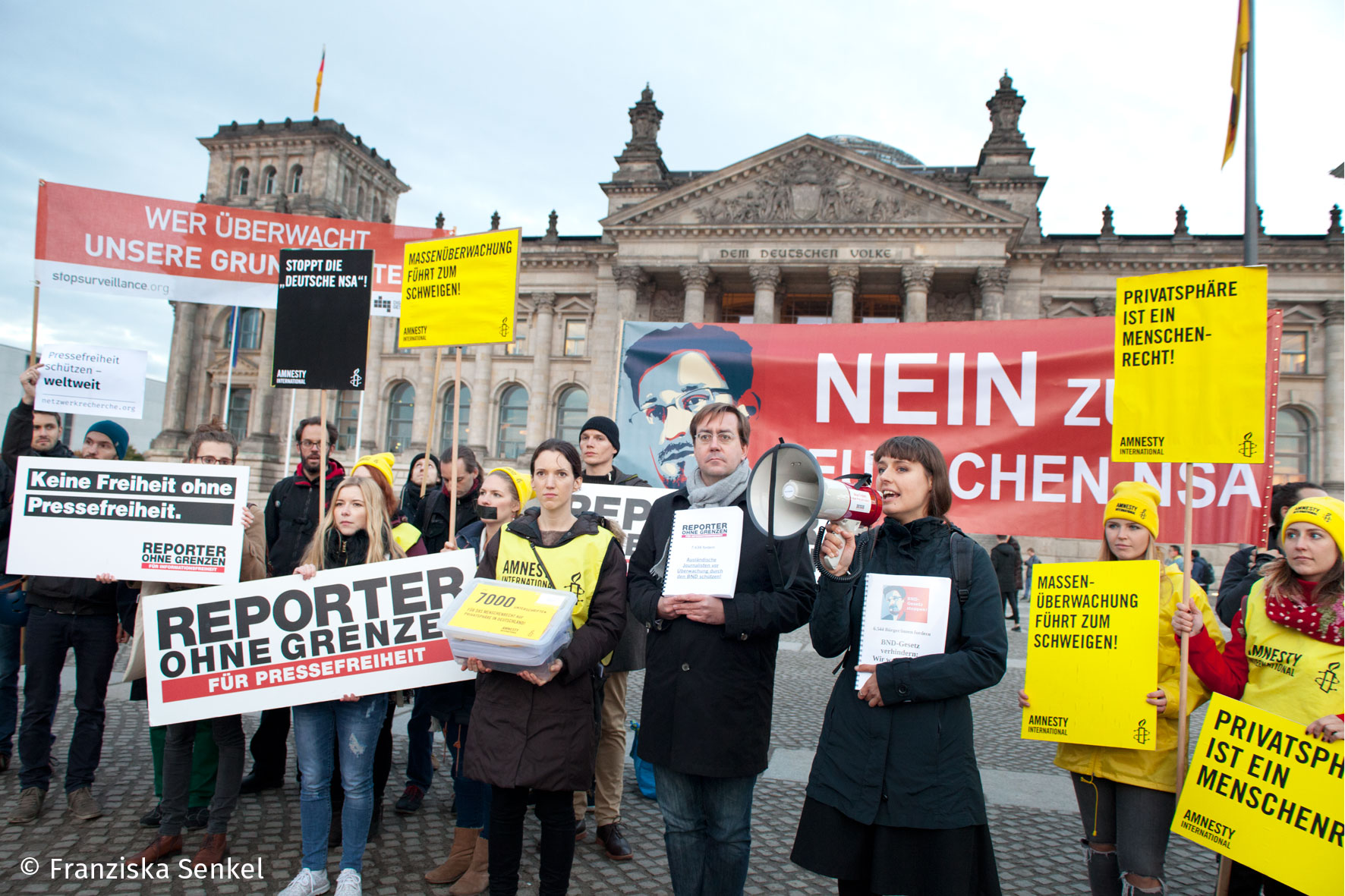 Protest und Petitionsübergabe gegen das BND-Gesetz. Foto: Copyright Franziska Senkel