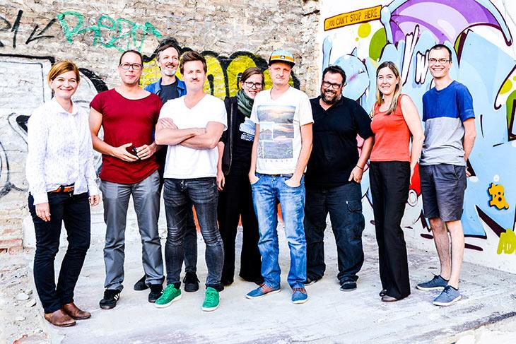 Die Festangestellten von netzpolitik.org teilen sich 6,7 Stellen. Auf dem Bild fehlen der Redakteur Arne Semsrott und unser Admin Mark.