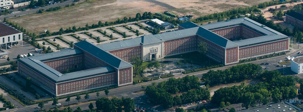 Hauptsitz des BAMF in Nürnberg, wo BND und BfV ihre Verbindungsbüros haben.  CC BY-SA 3.0 via wikimedia/Nico Hofmann