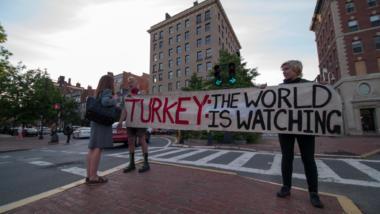 Über zum Beispiel Proteste soll sich die türkische Bevölkerung nicht mehr informieren dürfen.