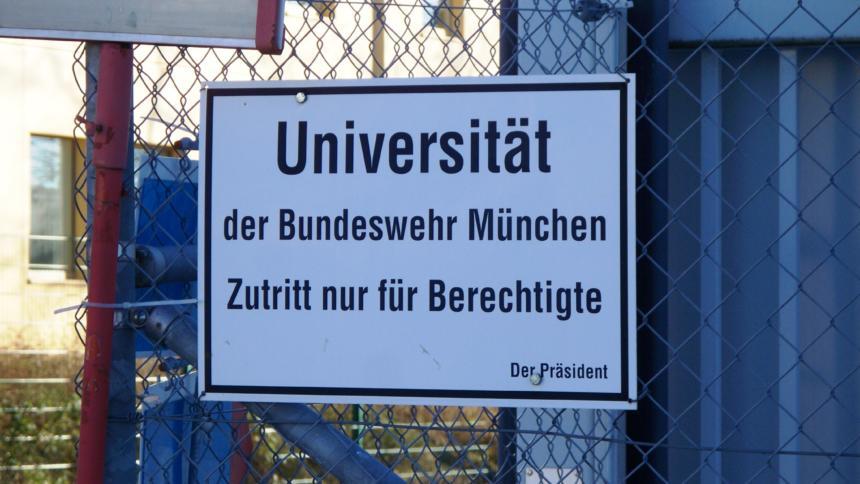 Zutritt nur für Berechtigte: IT-Fachkräfte sollen hauptsächlich Angehörige der Bundeswehr werden.