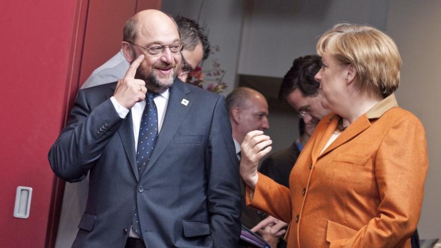 Martin Schulz und Angela Merkel beim EU-Gipfel im Oktober 2012 in Brüssel