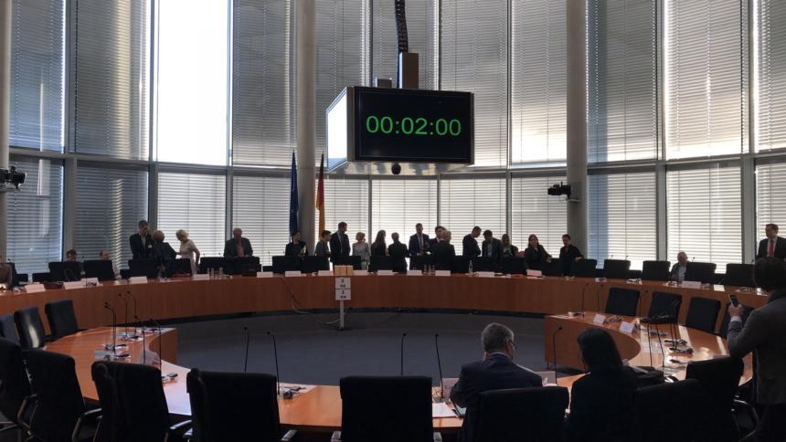 Facebooks schmallippige Lobbyisten bereiten dem Bundestag neue Regulierungslust