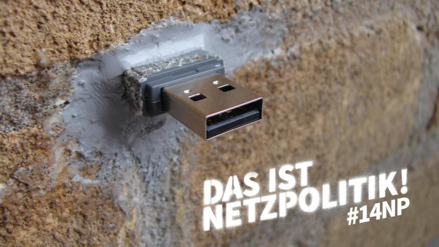 """Foto eines USB-Sticks, der in eine Wand betoniert wurde. Weißer Schriftzug: """"Das ist Netzpolitik! #14np"""""""