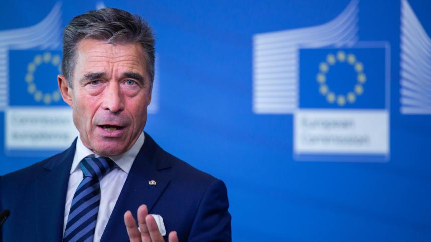 Ex-NATO-Generalsekretär Anders Fogh Rasmussen bei der Konferenz über Wahlbeeinflussung in Brüssel