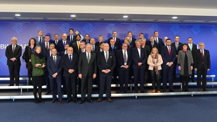 Ministerinnen und Minister für Justiz und für Inneres aller EU-Mitgliedstaaten.
