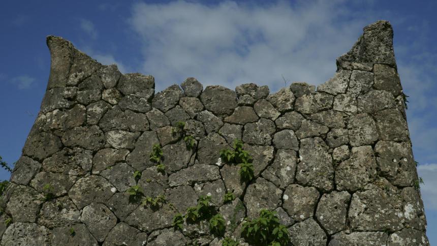 zerfallene Mauer