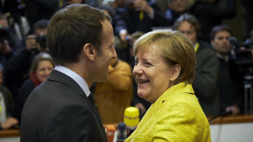 Frankreichs Präsident Emmanuel Macron und Angela Merkel