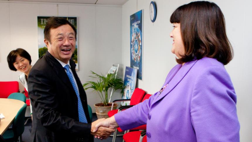 Ren Zhengfei 2012 auf Besuch in Brüssel