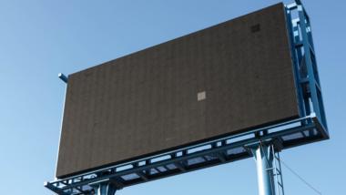 Werbetafel in schwarz