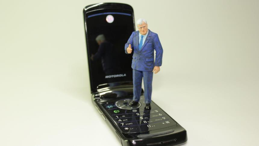 Seehofer-Puppe auf Handy