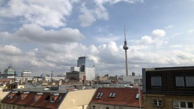 Blick aus dem Berliner Büro von netzpolitik.org auf den Fernsehturm am Alexanderplatz.