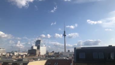 Blick aus dem Berliner Büro von netzpolitik.org auf den Fernsehturm am 17. Juli 2019