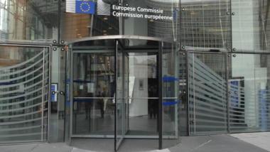 Drehtür im Charlemagne-Gebäude der Kommission in Brüssel