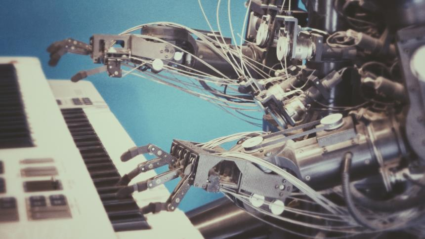 Roboter am Klavier