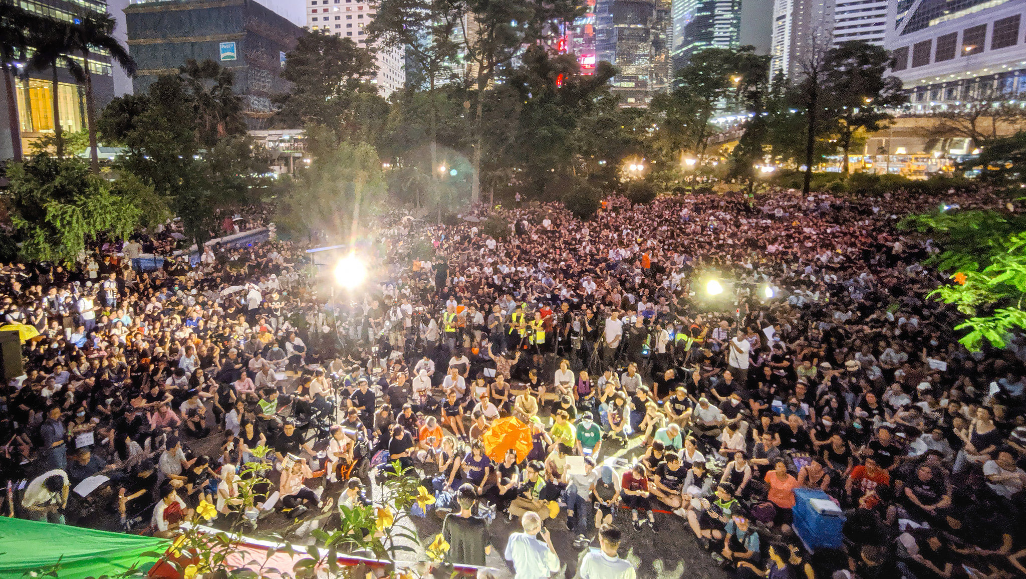 Massenprotest auf einem Platz in Hongkong