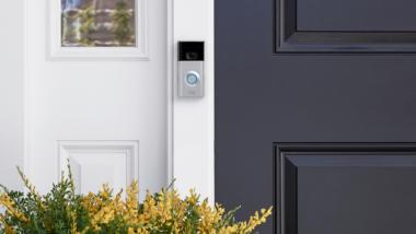 Haustüre mit Überwachungstechnik Ring