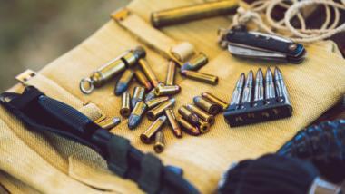Munition und Waffe