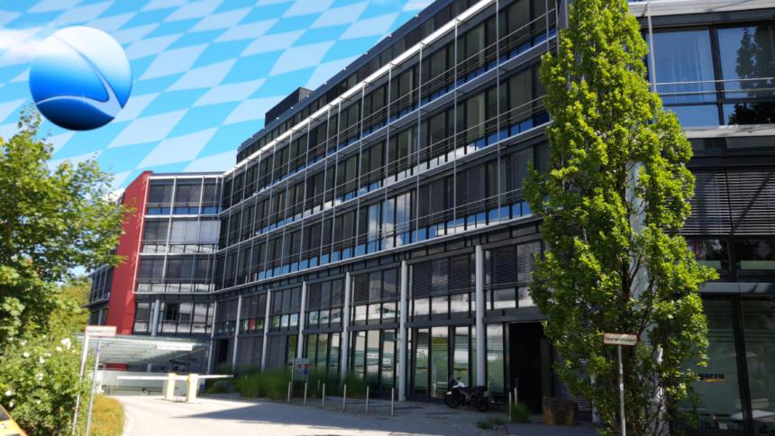 Bürogebäude mit Bayern-Himmel