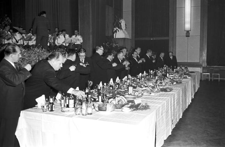 Festbankett mit Erich Mielke in der Stasi-Zentrale