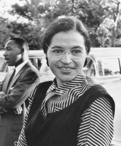 Rosa Parks, im Hintergrund Martin Luther King
