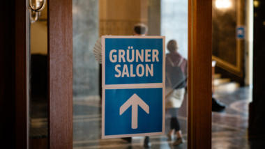 Schild zum grünen Salon