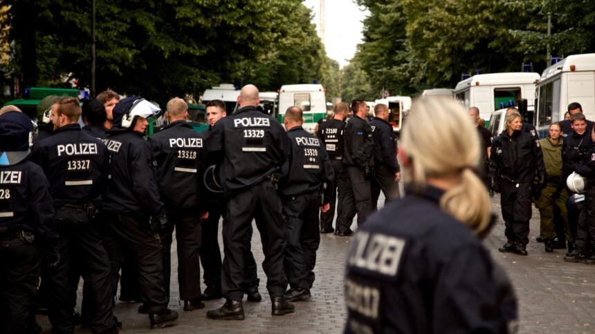 Polizei bei der Räumung des Ohlauer Platzes