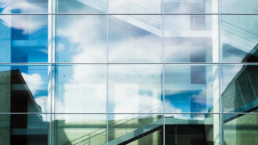 Eine Glasfassade