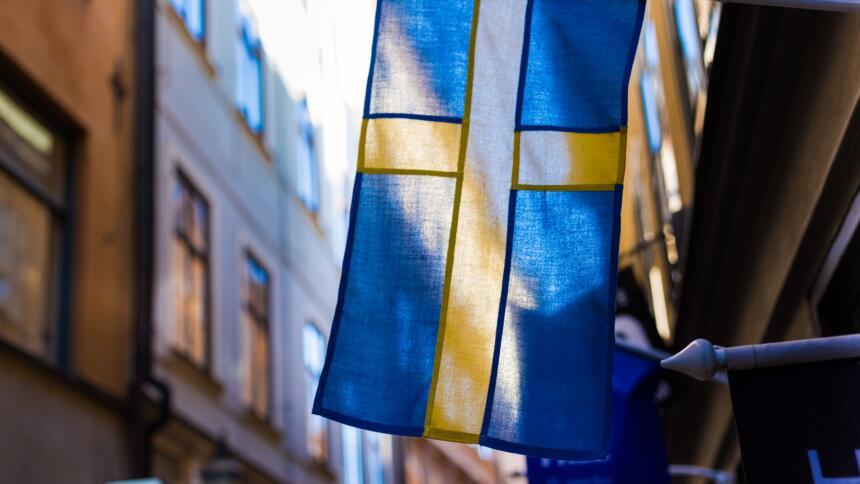 Swedische Flagge in Gehäusekorridor