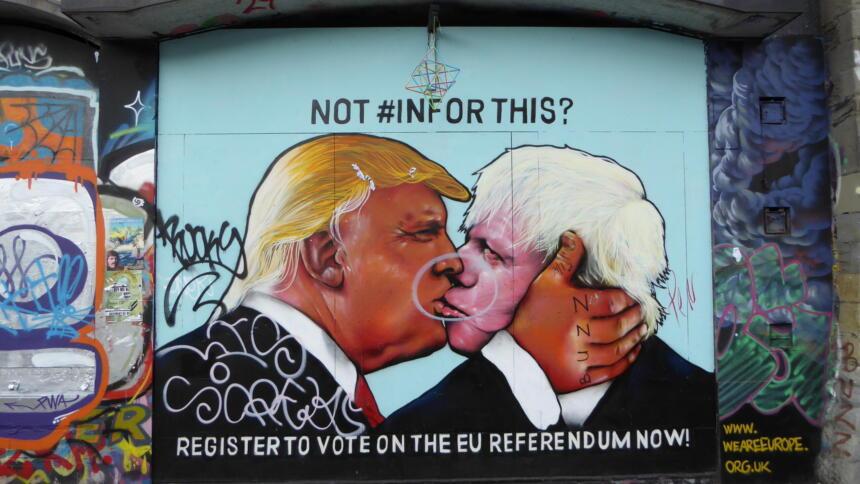 Graffito mit Trump und Johnson