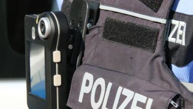 Polizist mit Bodycam an der Uniform