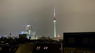 Der Berliner Fernsehturm bei Nacht