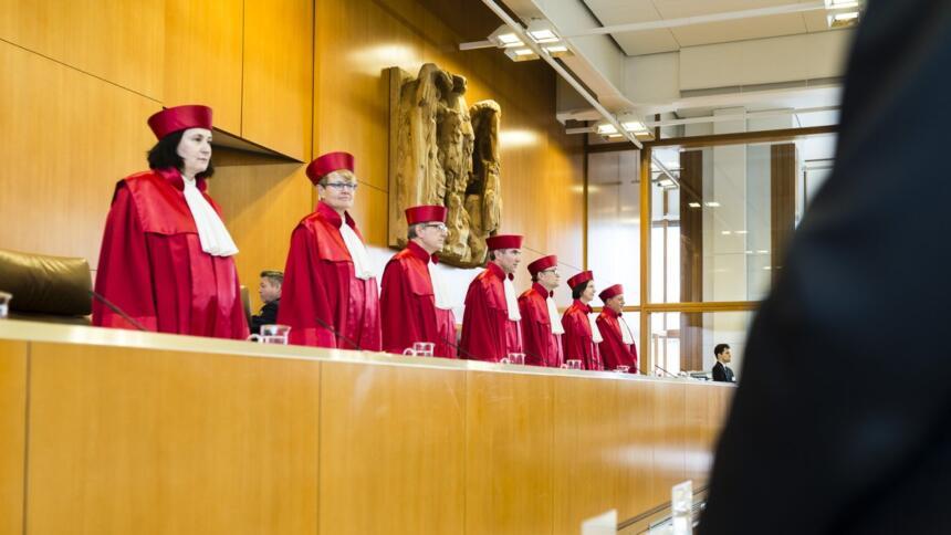 Die Richterinnen und Richter vor der Verhandlung