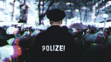 Kritiker:innen werfen der Polizei vor, sie nehme digitale Gewalt häufig nicht ernst. (Symbolbild)