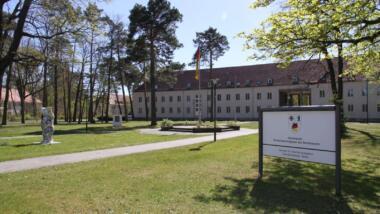Stabsgebäude des Kommando Territoriale Aufgaben der Bundeswehr in der Julius-Leber-Kaserne in Berlin.