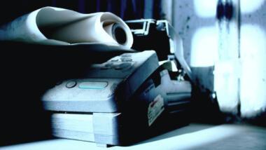 Der Aufwand, der betrieben wird, um Meldungen von Laboren und Ärzt:innen auszuwerten, ist enorm. Meist gehen sie bei den Ämtern per Fax ein.