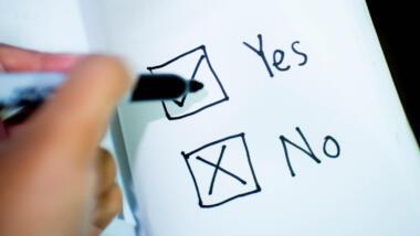 Stift und Papier mit Yes und No
