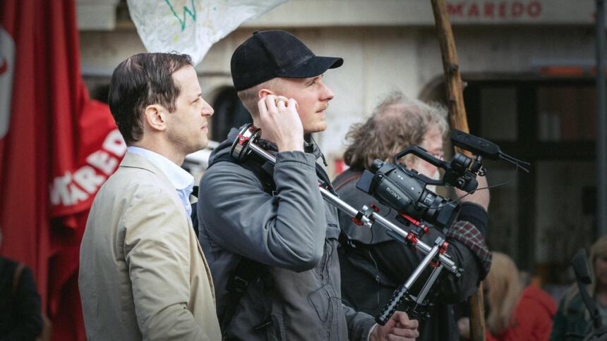 Mehrfach begleitete Fritzfeed-Chefredakteur Christian Schäler (rechts) den AfD-Landtagsabgeordneten Roger Beckamp (links) bei Dreharbeiten, wie hier im April 2019 in Köln.