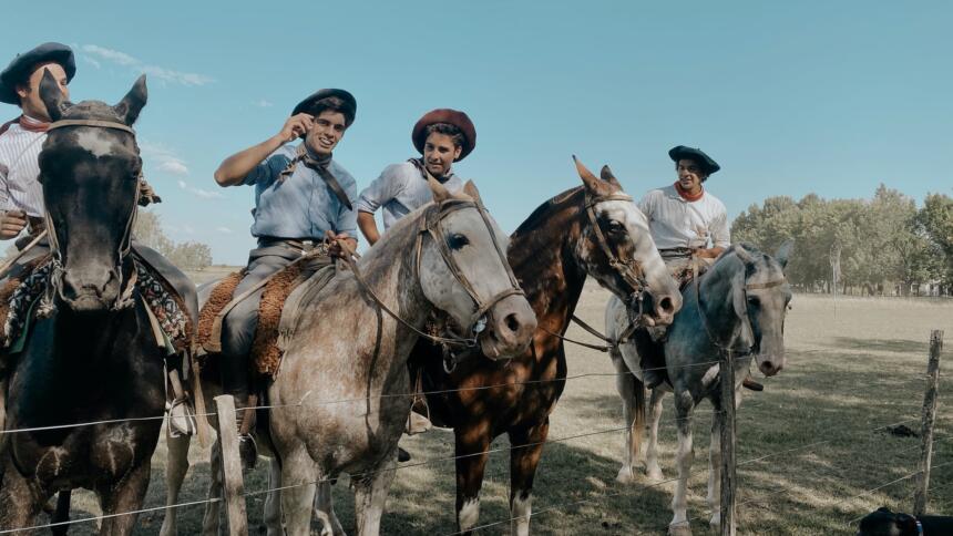 Vier argentinische Gauchos auf Pferden