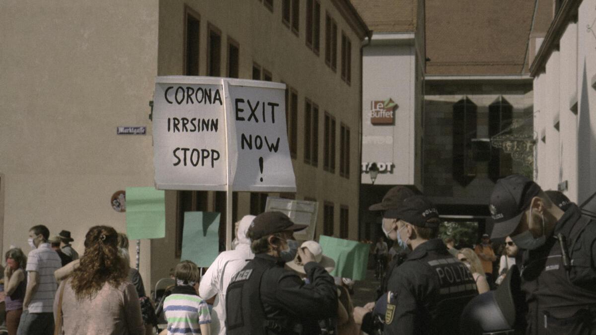 Menschen demonstrierten gegen die Corona-Maßnahmen, wie hier in Freiburg