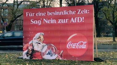 Text auf Plakat: Für eine besinnliche Zeit: Sag nein zur AfD!