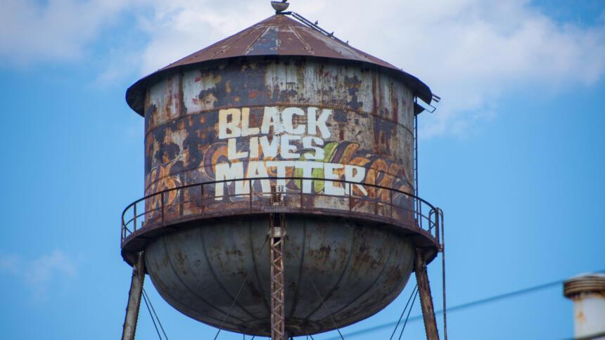 """Graffiti mit dem Slogan: """"Black Lives Matter"""""""
