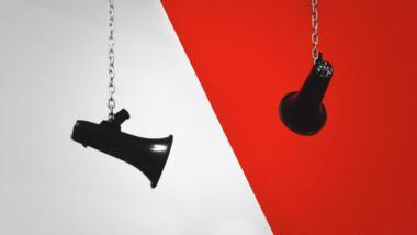 Wissenschaftler:innen haben die Wechselbeziehung von Gegen- und Hassrede erforscht. (Symbolbild)