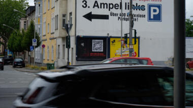This photo from Oberhausen was sent to netzpolitik.org by an allegedly worried passer-by. We pixelated the QR code on the poster.