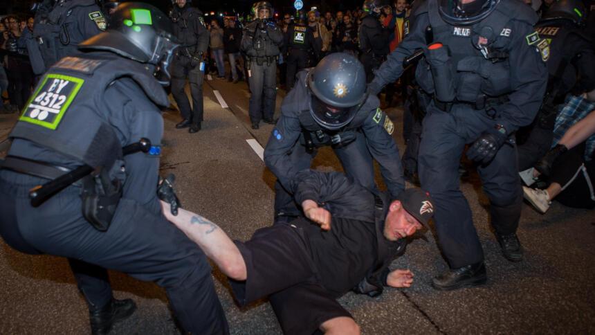 Polizei geht gegen Demonstranten vor