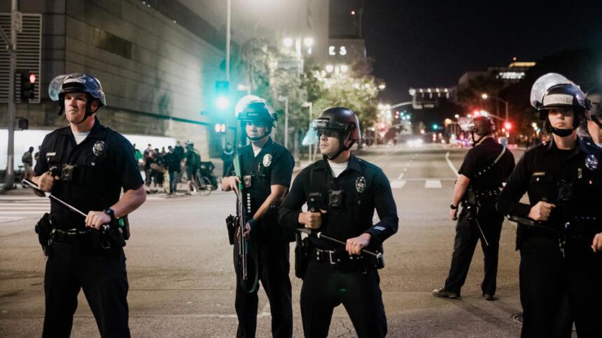Polizisten in den USA auf der Strasse