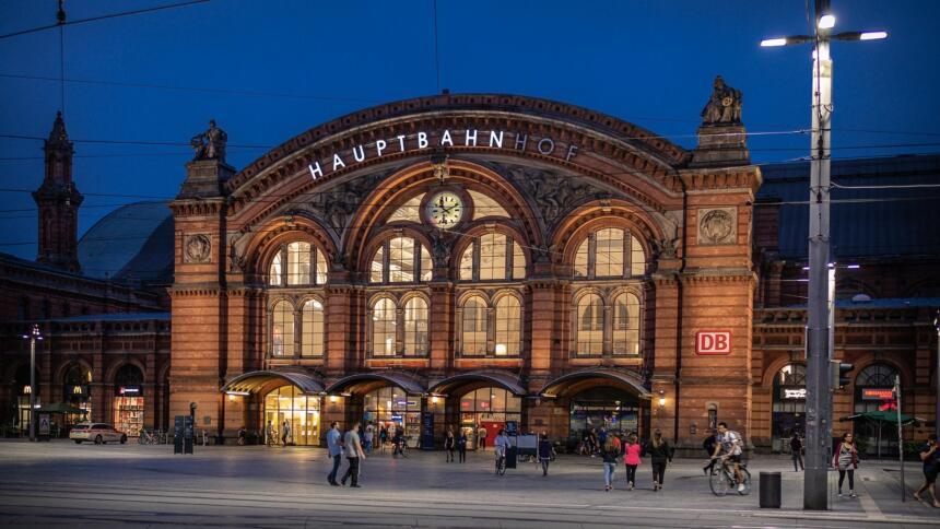 Hauptbahnhof Bremen am Abend